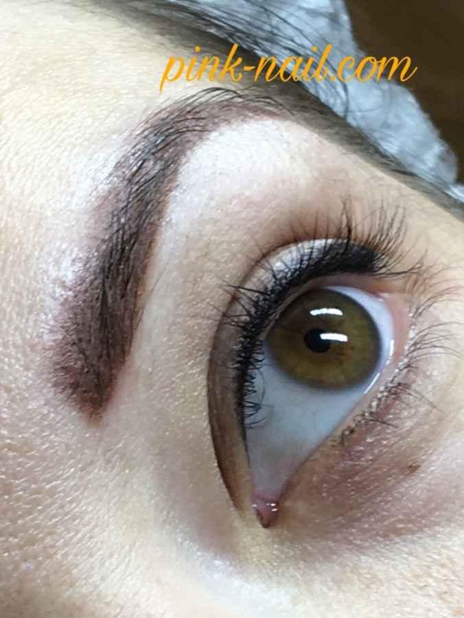 Напыление бровей для естественности макияжа и растушевка верхнего века